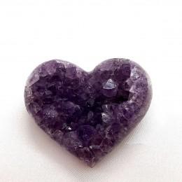 Ametist srce 6 x 5 cm s kristalnimi piramidami