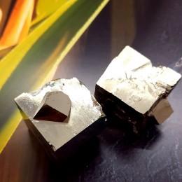 Pirit kocka 3x3 cm z vključki kristalnih kock