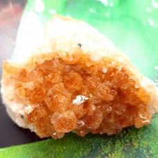 Citrin geoda s kristalnimi ploskvami 5x3 cm