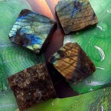 LABRADORIT KOCKA je kristal spiritualnosti 3-4 m